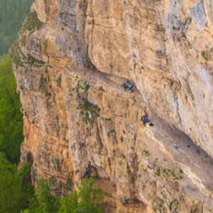 Скала «орлиная полка» + водопады Мезмайские и Исиченко, джиппинг в Адыгее
